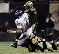 vikingsFavre-injury-20100125032807
